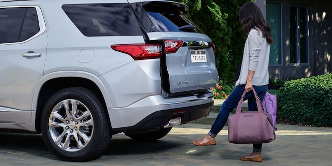 2021 Traverse Midsize SUV Exterior Photo:  hands-free liftgate