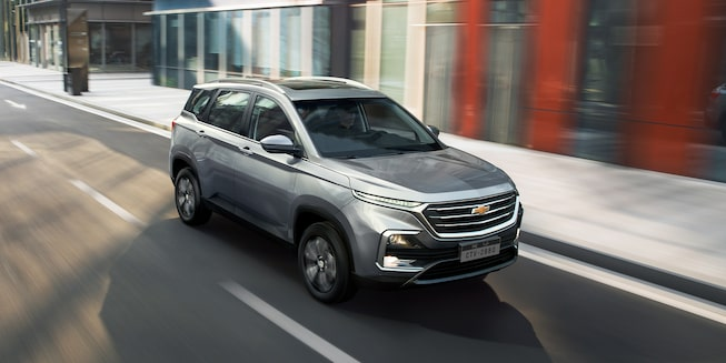 Captiva SUV Crossover Driverside High Front